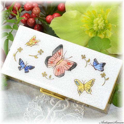 マーヒル Marhill 宝石入れ 飛び交う蝶々 ギヨシェ 趣味的な小物入れ アクセサリー小箱 ペルラージュ研磨仕上げ ピルボックス Guilloche 1950年代 チョウ アメリカ製