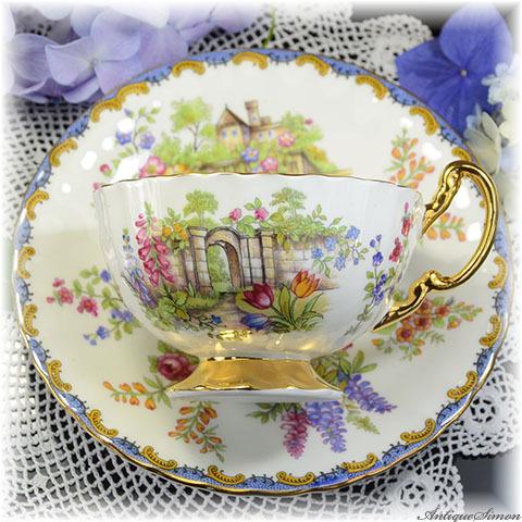 エインズレイ AYNSLEY 夢あふれる庭園と城館の情景 カップ&ソーサー ソーサーの外縁には立体的なレリーフ 金彩の素晴らしさ 金彩の強い輝き 1930年代後半以降