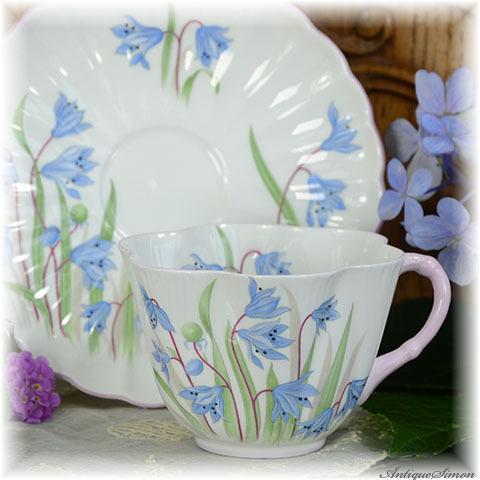 シェリー Shelley 薄造りのスカラップ 華奢な造りのカップ Dainty Shape スカラップのソーサー Scilla 1945年~1961年 さわやかなブルー ピンク色のハンドル デュオ