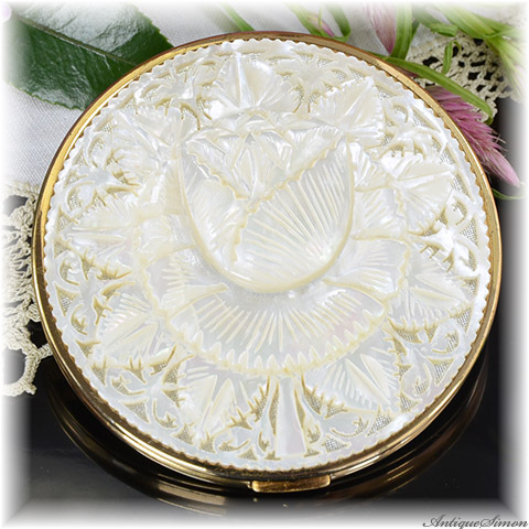 英国メリッサ MELISSA 未使用極上美品 特注新品ミラー 驚異的な透かし彫り 肉厚なマザーオブパール 贅沢な一枚使い チューリップ 一点物 美術品 手彫り お粉用コンパクト