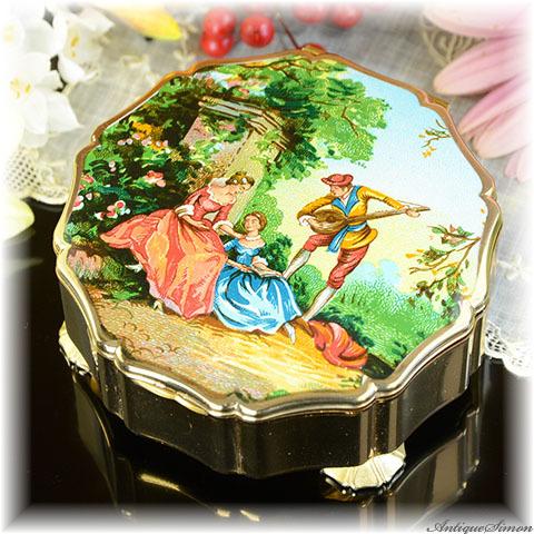 ストラットン Stratton 宝石入れ ロココの情景 音楽レッスン 絵画的な美しさ ニコラ・ランクレ 希少デザイン クイーンコンパクトと同サイズ ニコラランクレ 宝石箱 小物入れ
