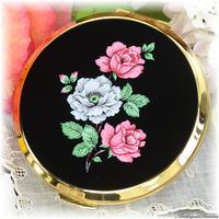 ストラットン Stratton 未使用ほぼパーフェクト 特注新品ミラー 印象的なバラの色彩 シックで華やか ローズ色と水色 見所のあるヴィンテージ・コンパクト お粉プレスト両用 ミニ・コンバーチブル