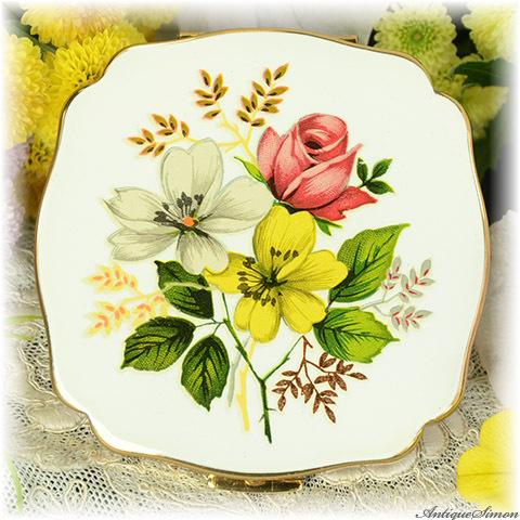 英国メリッサ MELISSA 未使用ほぼパーフェクト 特注新品ミラー クリーム色のやさしいエナメル バランスの良いシックな花束 お粉プレスト両用 ヴィンテージ・コンパクト