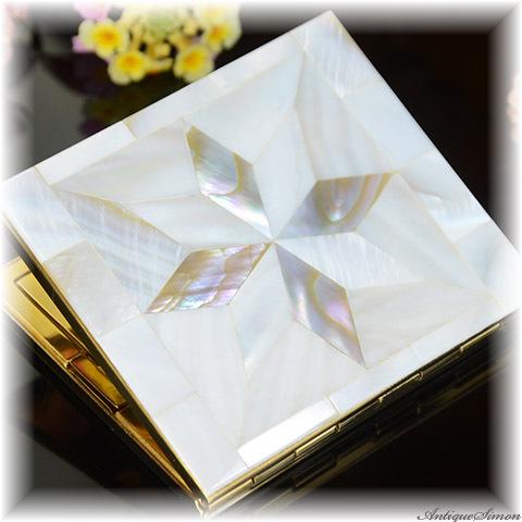 シック Schick Mfg 未使用極上美品 特注新品ミラー 優雅な虹色を隠し持つピース 天然の真珠母貝 マザーオブパール 見る人を引きつける真珠光沢 お粉用コンパクト 1950年代 アメリカ製