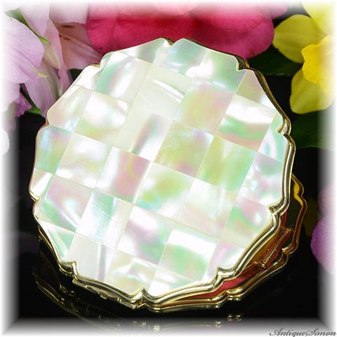 ストラットン Stratton 極上美品 特注新品ミラー 天然の真珠光沢 マザーオブパール エメラルドグリーンの輝き セルフオープニング プリンセスタイプ お粉用コンパクト シリコンシフター付
