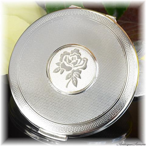 復刻版ストラットン Stratton 未使用パーフェクト つややかに輝く銀色のコンパクト 重厚なメダリオン バラのモチーフ 鏡面仕上げ セルフオープニング お粉用 デッドストック品 シリコンシフター付