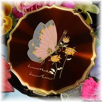 ストラットン Stratton 未使用品をハッピープライスで 特注新品ミラー 価値ある手彫金 バーガンディ色 ユーモラスな蝶 旭光 プリンセスタイプ 高性能セルフオープニング お粉用コンパクトミラー