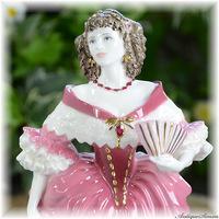コールポート COALPORT 肌の透明感 ピンクの濃淡の発色 レディ・カースルメイン Lady Castlemaine 限定生産フィギュリン Femmes Fatalesシリーズ 固有番号も