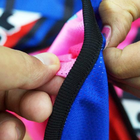 サイドも縫いこみ、リブも一つ。