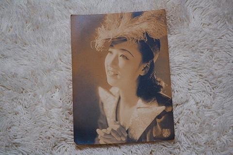 映画ブロマイド『羽帽子の美人』