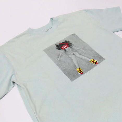【O.K.】GIRL with PUMP S/S TEE(フォトプリント×手刺繍)