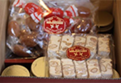 ハチミツ8瓶とフランス伝統菓子