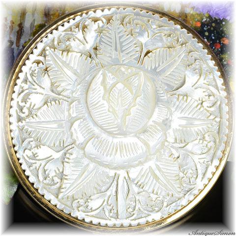 英国メリッサ MELISSA 驚異的な透かし彫り 最高質マザーオブパール 白蝶貝 美術品 手彫りの一点物 お粉用コンパクト