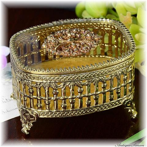 ガラス天面とブラス色の透かし細工 楕円形の宝石箱 重厚な飾り 落ち着いた色のべルベット 極上美品 曲線のきれいな愛らしいフォルム ジュエリーボックス 宝石入れ 小物入れに