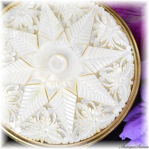 英国メリッサ MELISSA 特注新品ミラー 驚異的な透かし彫り シャープな彫りから伝わる熟練技能 一点物細工 肉厚なマザーオブパール 贅沢な一枚使い 八芒星 美術品 手彫り お粉用コンパクト