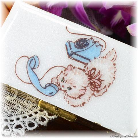 マーヒル Marhill 宝石入れ ギヨシェ 子猫の愛らしいハンドペイント 手描きの一点物 小物入れ アクセサリー小箱 ペルラージュ研磨仕上げ ユーモアたっぷり Guilloche