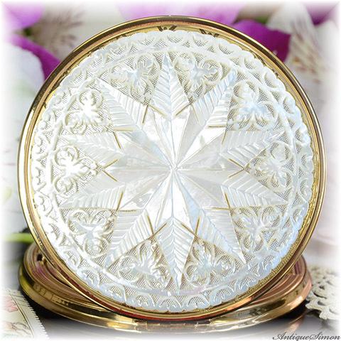 英国メリッサ MELISSA 未使用ほぼパーフェクト 特注新品ミラー 驚異的な透かし彫り 熟練技能 一点物細工 肉厚なマザーオブパール 贅沢な一枚使い 十芒星 美術品 手彫り お粉用コンパクト