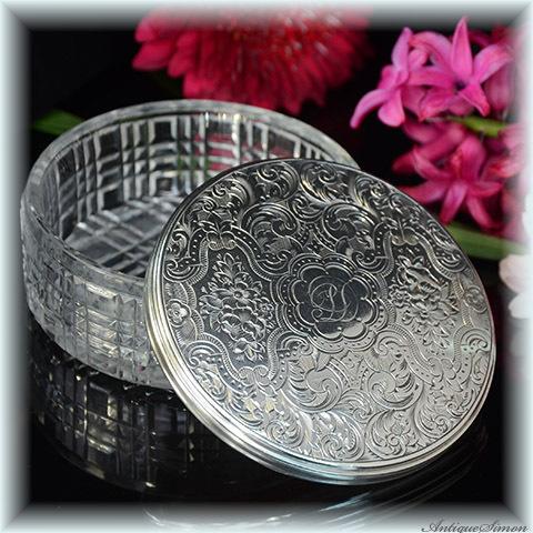 英国1880年 純銀シルバー925 熟練の彫金師による手彫り ハンドカットのガラス 重厚で優美 140年を経たアンティーク クリスタルガラス 小物入れ 宝石入れ スターリングシルバー 贅を尽くした逸品
