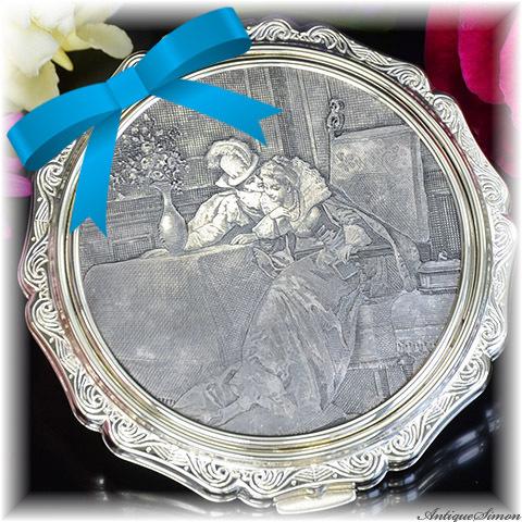 ストラットン Stratton 未使用ほぼパーフェクト 銅版画デザイン EPNSシルバー 精緻な金属細工 ロココの香り 語らい 高性能セルフオープニング 1950年代 プリンセス お粉用コンパクト