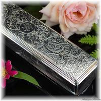 英国1854年 純銀に素晴らしい手彫金 アールヌーヴォー様式の萌芽 クリスタルガラスの容器に熟練のハンドカット 純銀シルバー925 アクセサリー入れ 宝石入れ FRANCES DOUGLAS