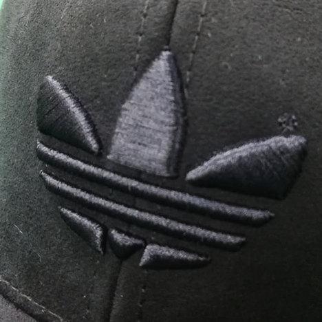同系色ロゴ。