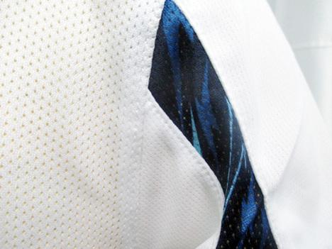 背面と袖がメッシュ素材
