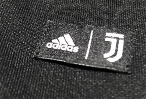 【半額】 ユベントス 18/19 STREET Tシャツ (黒) adidas 【メール便送料無料】
