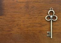 アンティーク鍵を通販でお求めなら、真鍮金物の専門店Brass knob & hookをご利用下さい(チャームに適したアンティーク鍵から、アンティークの取っ手・フックなども販売しております)