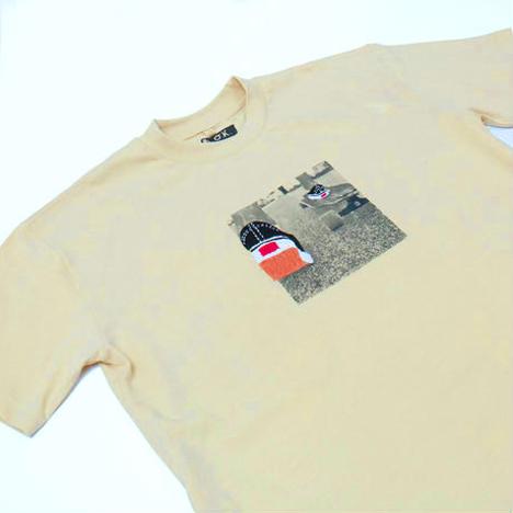【O.K.】PUSH S/S TEE(フォトプリント×手刺繍)
