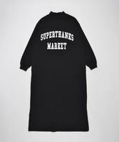 【SUPERTHANKS】カレッジロゴプリントモックネックロングワンピース