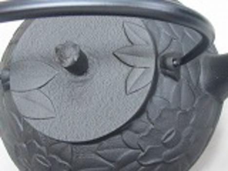 南部鉄瓶網代形つばき0.8L浄水竹炭5枚付