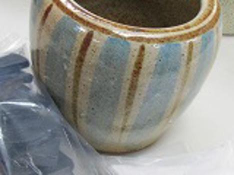 信楽焼手火鉢と徳島産竹炭カット