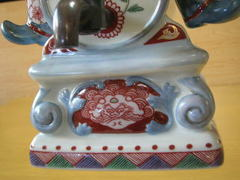 伊万里焼 伊万里色絵酒樽に跨る蘭人像注器