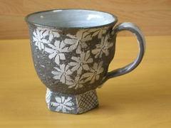 黒陶花散らしマグカップ