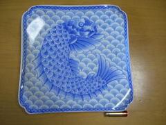 波佐見焼 林九郎窯 青海波鯉絵角盛皿