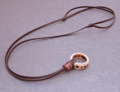 結婚指輪 ネックレス 革紐
