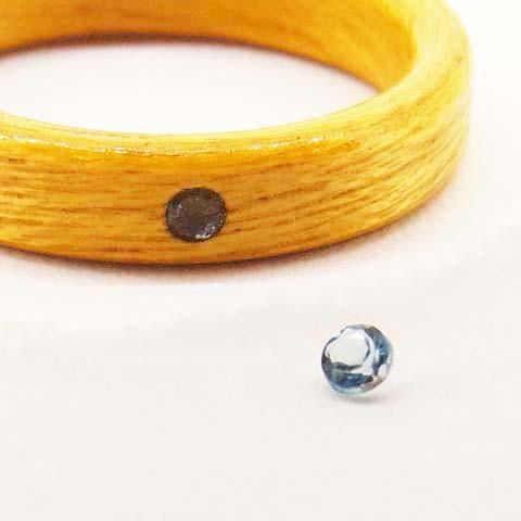 11月の誕生石トパーズの木の指輪