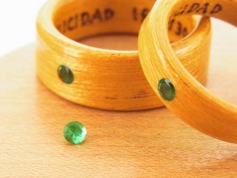 5月の誕生石エメラルドの木の指輪