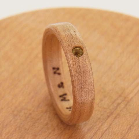 ペリドットの指輪