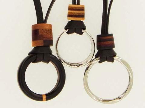 婚約指輪 ネックレス 革紐