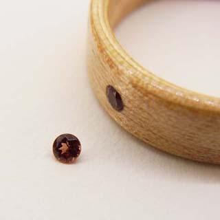 1月の誕生石ガーネットの木の指輪