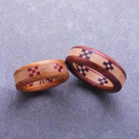 白ベースの人気の配色!沖縄ミンサー織りの木の指輪 Aタイプ