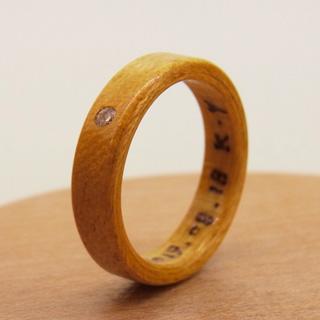 4月の誕生石の木の指輪